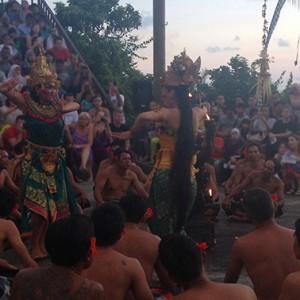 Der Kecak Dance zeigt die Geschichte Ramayana